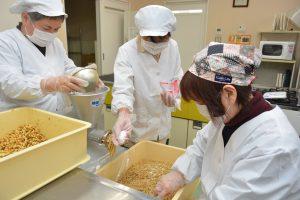 0206女性部味噌作り